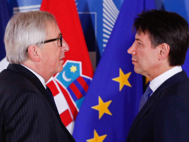 epa06836696 Italian Prime Minister Giuseppe Conte (R) is welcomed by European Commission President Jean-Claude Juncker (L) for an informal meeting on migration and asylum issues in Brussels, Belgium, 24 June 2018. European Commission President Jean-Claude Juncker hosts the gathering ahead of a full summit of all 28 European Union leaders to overhaul the EU asylum system on June 28.  EPA-EFE/YVES HERMAN / POOL
