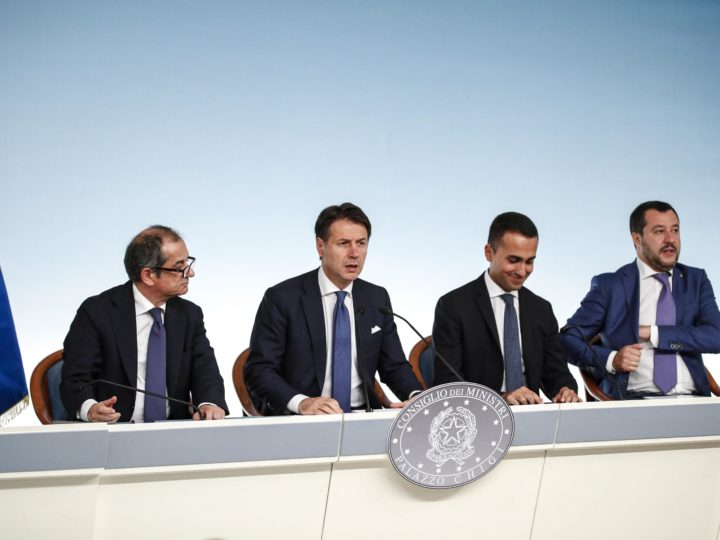 epa07066964 (L-R) Italian Minister of Economy and Finance Giovanni Tria, Italian Prime Minister Giuseppe Conte, Italian Deputy Premier and Labour and Industry Minister Luigi Di Maio and Italian Deputy Premier and Interior Minister, Matteo Salvini, attend a press conference after a Government summit at Chigi Palace in Rome, Italy, 03 October 2018.  EPA-EFE/GIUSEPPE LAMI