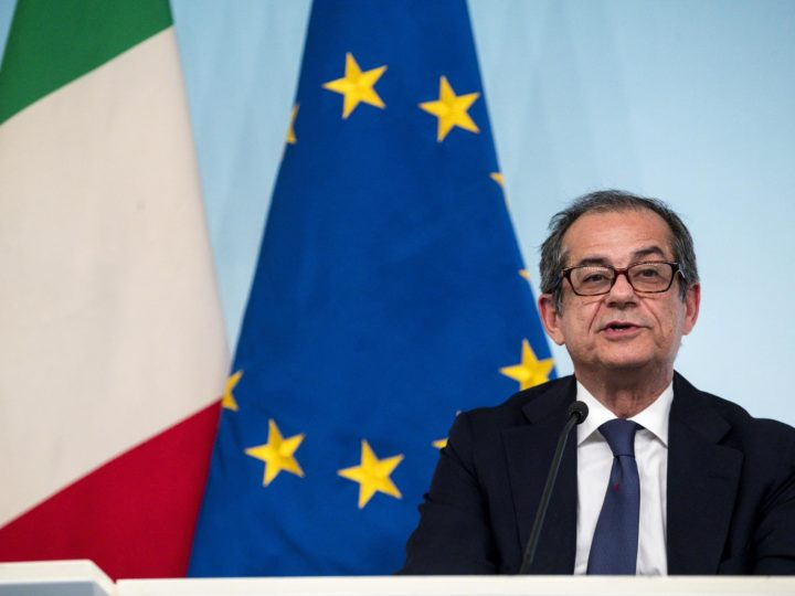 epa07067142 Italian Minister of Economy and Finance Giovanni Tria attends a press conference after a Government summit at Chigi Palace in Rome, Italy, 03 October 2018.  EPA-EFE/ANGELO CARCONI