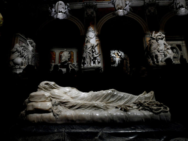 epa05662771 'The Veiled Christ', by sculptor Antonio Corradini, as seen during a pubic viewing at the centre of the nave of the Sansevero Chapel in Napoli, Italy, 06 December 2016. The artwork is free to the public to mark the inauguration of the redevelopment of the new area between Via Francesco De Sanctis and Via Raimondo de Sangro in the historical center of Naples.  EPA/CIRO FUSCO