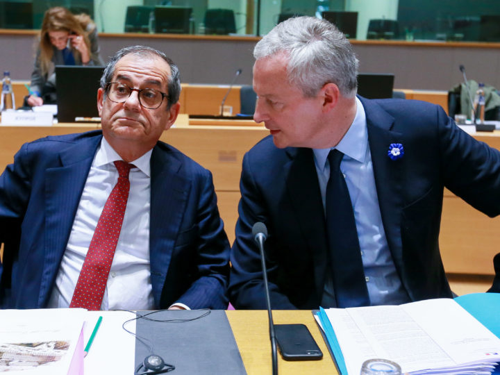 epa07143008 Italian Minister of Economy and Finance, Giovanni Tria (L) and French Finance Minister Bruno Le Maire (R) during Eurogroup Finance Ministers' meeting in Brussels, Belgium, 05 November 2018.  EPA-EFE/STEPHANIE LECOCQ