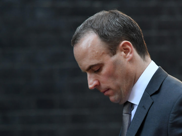 epa07164717 Brexit Minister Dominic Raab walks up Downing Street ahead of a cabinet meeting in London, Britain, 14 November 2018. British cabinet will hold a meeting later at the day to discuss the draft text of the Brexit agreement. According to reports, British and European Union officials have agreed on the draft deal after months of negotiations.  EPA-EFE/ANDY RAIN