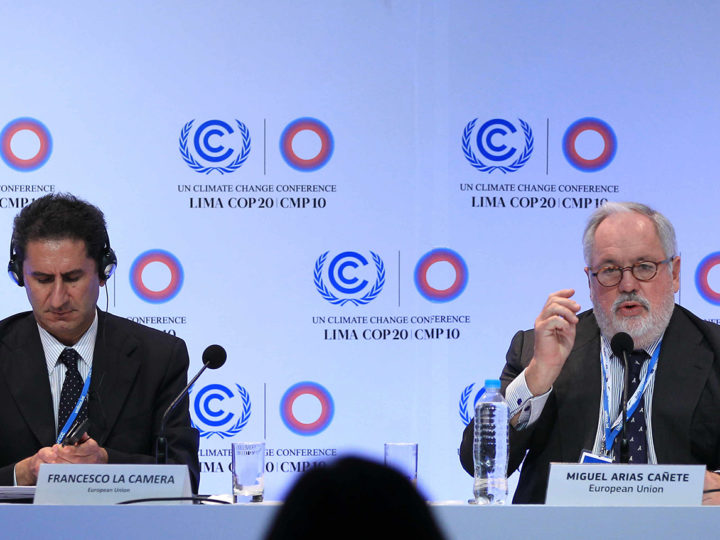epa04520779 European Commissioner for Climate and Energy Miguel Arias CaÒete (R), and the Chief of the Italian delegation from the European Union Francesco La Camera (L), speak during a press conference during the summit of climate change (COP20), in Lima, Peru, 08 December 2014.  EPA/Paolo Aguilar