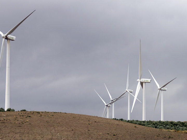 epa07148469 A general view of Iberdrola Renovables wind turbins on hills near the village of Ardales in Andalusia, southern province of Spain, 21 October 2018.  EPA-EFE/MAURITZ ANTIN