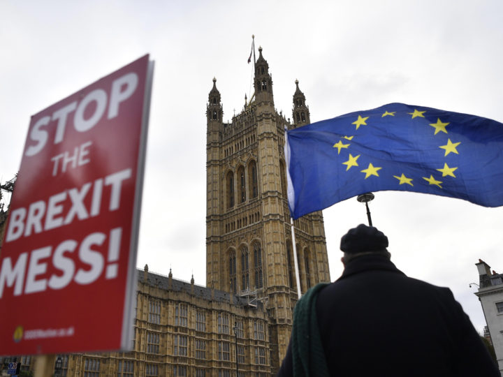 epaselect epa07282985 Pro-remain demonstrators protest outside of the Houses of Parliament in central London, Britain, 14 January 2019. The postponed Brexit EU Withdrawal Agreement vote, or more commonly known as The Meaningful Vote, is due to be held in the House of Commons on 15 January 2019.  EPA-EFE/NEIL HALL