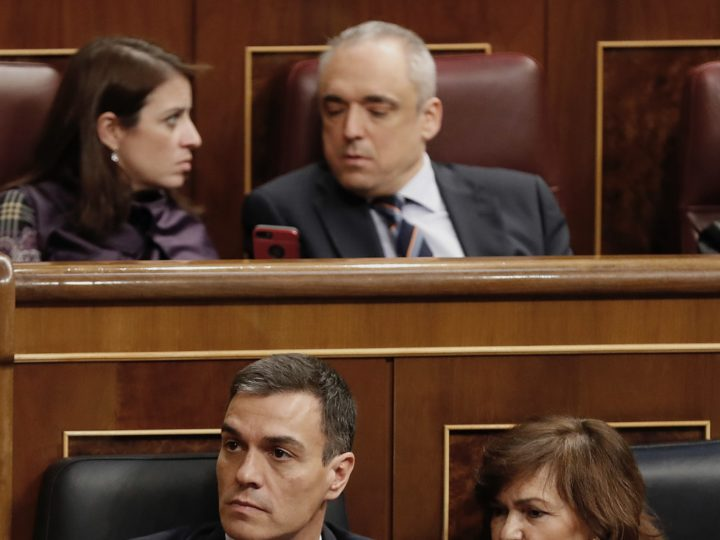 epa07364251 Spanish Prime Minister Pedro Sanchez (front L) chats with deputy Prime Minister Caermen Calvo (front R) during the 2019 budget debate at the Lower House in Madrid, Spain, 12 February 2019. The Lower House will hold a two-day-long debate in order to vote on the amendments to the budget presented by the opposition parties. Up until now, and according to declarations made by all different opposition parties, the amendments could be approved and the budget would be rejected, and Prime Minister Pedro Sanchez could make the decision to call for early elections.  EPA-EFE/J.P. GANDUL