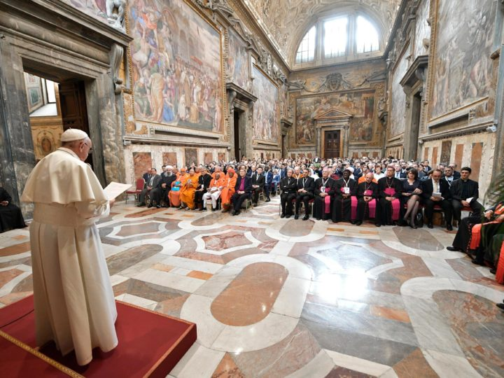 epa07422375 A handout picture provided by the Vatican Media shows Pope Francis' audience to the participants of the international conference 'Religions and the Sustainable Development Goals (SDGs): Listening to the cry of the earth and of the poor' at the Vatican, 08 March 2019.  EPA-EFE/VATICAN MEDIA HANDOUT  HANDOUT EDITORIAL USE ONLY/NO SALES HANDOUT EDITORIAL USE ONLY/NO SALES