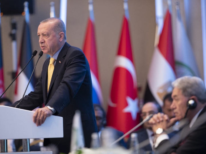 epa07455028 Turkish President Recep Tayyip Erdogan (L) speaks near New Zealand Foreign Minister Winston Peters (R) at the Emergency Meeting of Executive Committee to discuss the terrorist attack on two mosques in New Zealand; in Istanbul, Turkey, 22 March 2019. A gunman killed 50 worshippers at the Al Noor Masjid and Linwood Masjid in Christchurch, New Zealand on 15 March.  EPA-EFE/TOLGA BOZOGLU