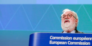 epa07194668 European Commissioner for Climate Action and Energy Miguel Arias Canete speaks during a press conference with European Commission Vice-President for Energy Union Maros Sefcovic (not seen), on the long term strategic vision for 'A Clean Planet for All' in Brussels, Belgium, 28 November 2018. The Commission calls for a climate neutral Europe by 2050.  EPA-EFE/STEPHANIE LECOCQ