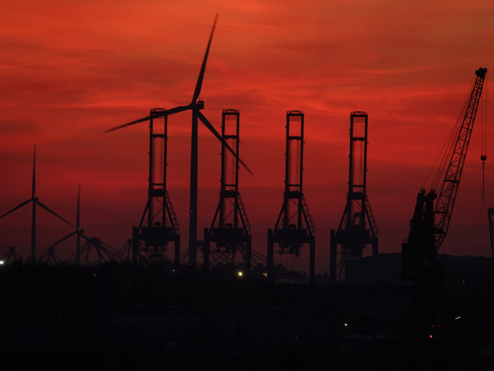 epa07419376 The setting sun colours the sky red with a wind turbine and Hamburg port installations on the background 16 September 2019, Hamburg, Germany.  EPA-EFE/MAURITZ ANTIN