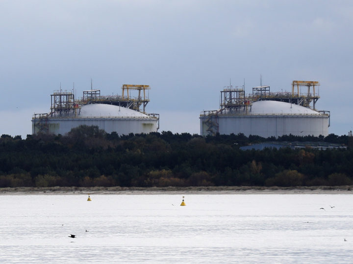 epa06284386 The view on the President Lech Kaczynski's LNG terminal area in Swinoujscie, north west Poland, 23 October 2017. Annually, the terminal can receive five billion cubic meters of liquefied natural gas, which is one third of the Polish economy needs.  EPA-EFE/MARCIN BIELECKI POLAND OUT