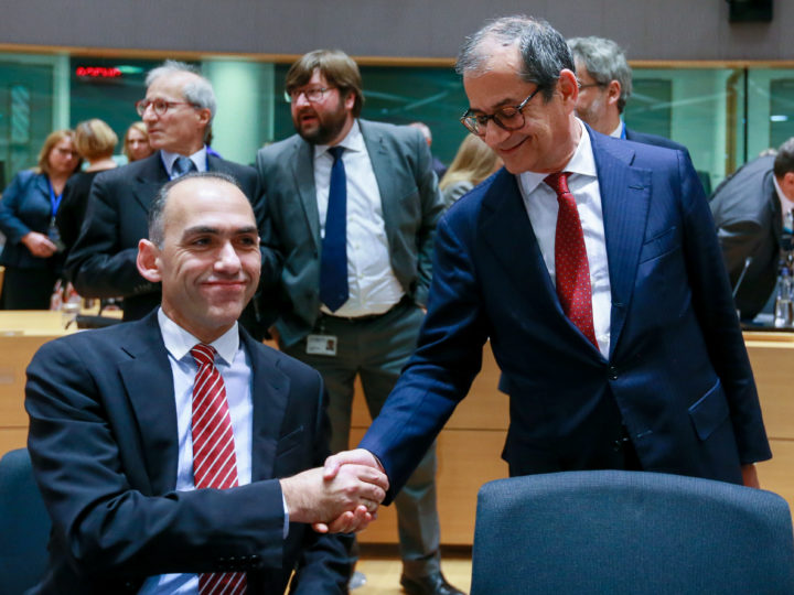 epa07143013 Italian Minister of Economy and Finance, Giovanni Tria (R) and Cyprus Finance Minister Harris Georgiades (L) during Eurogroup Finance Ministers' meeting in Brussels, Belgium, 05 November 2018.  EPA-EFE/STEPHANIE LECOCQ