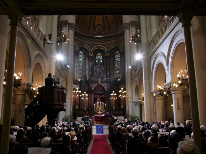 epa01368709 A general view of the Synagogue of Brussels during the ceremony to comemorate that Synagogue of Brussels which now becomes the Great Synagogue of Europe, in Brussels  04 June 2008.  EPA/OLIVIER HOSLET