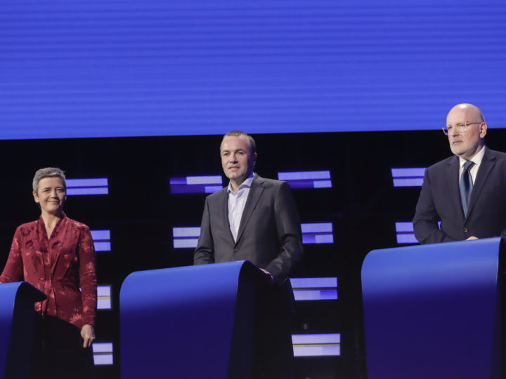 epa07573547 (L-R) Danish Margrethe Vestager of the Alliance of Liberals and Democrats for Europe (ALDE), Dutch Frans Timmermans of the Party of European Socialists (PES), German Manfred Weber of European People?s Party (EPP), all candidates for the next president of the European Commission, pose ahead of the Eurovision presidential debate at European parliament in Brussels, Belgium, 15 May 2019. The 2019 Eurovision Presidential Debate will be broadcast live at 21:00 CEST.  EPA-EFE/OLIVIER HOSLET