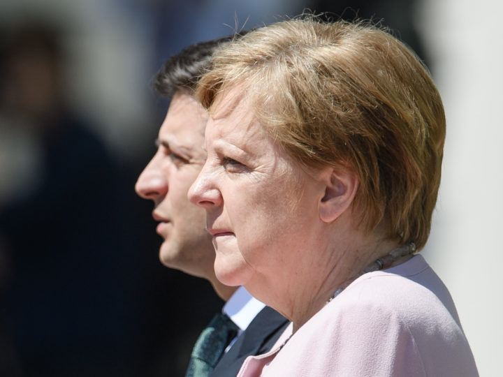 epa07655404 German Chancellor Angela Merkel (R) and Ukraine's President Volodymyr Zelensky during a reception with military honors at the Chancellery in Berlin, Germany, 18 June 2019. German Chancellor Angela Merkel and Ukraine's President Volodymyr Zelensky met for bilateral talks.  EPA-EFE/CLEMENS BILAN