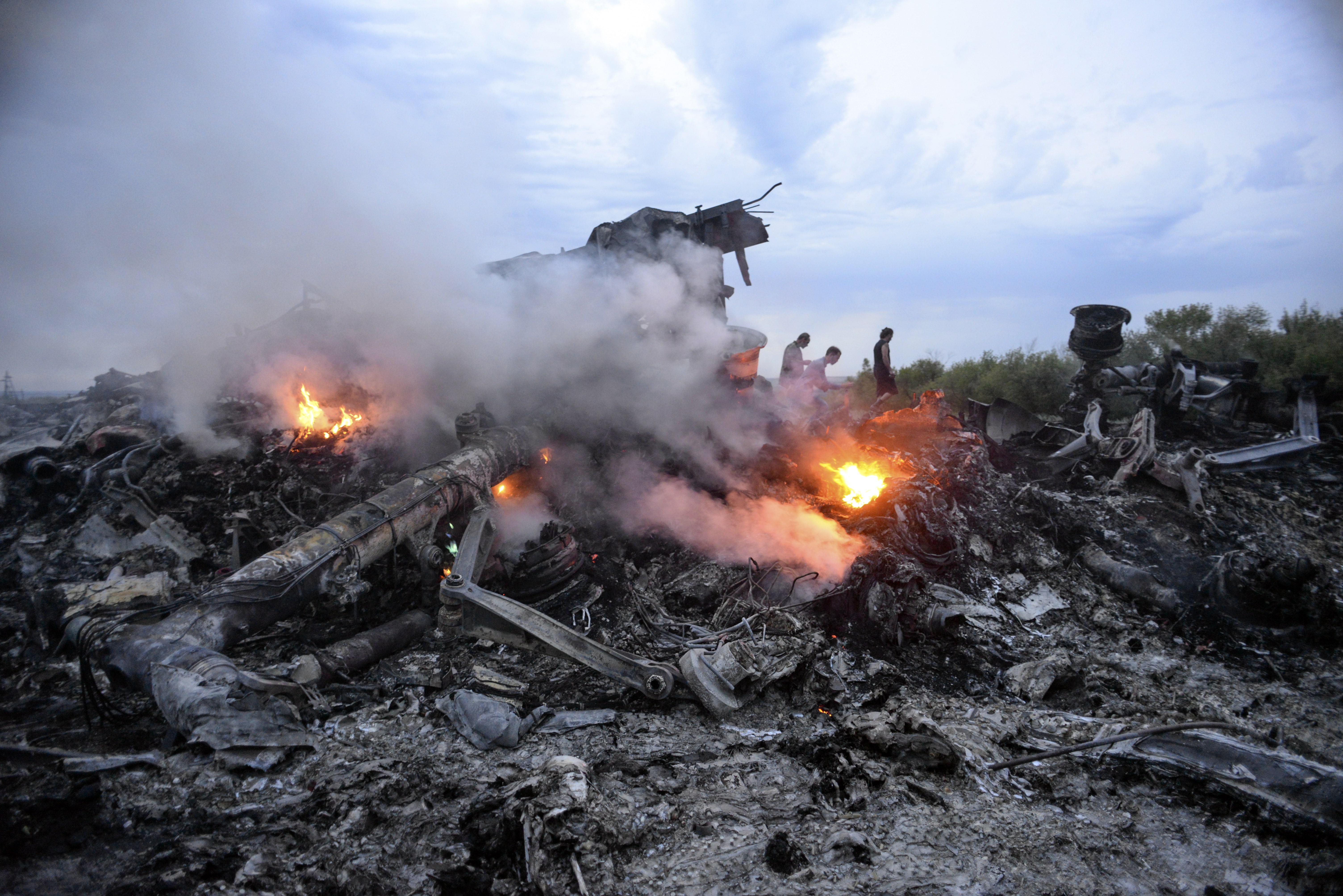 Relatives stage silent protest ahead of MH17 trial