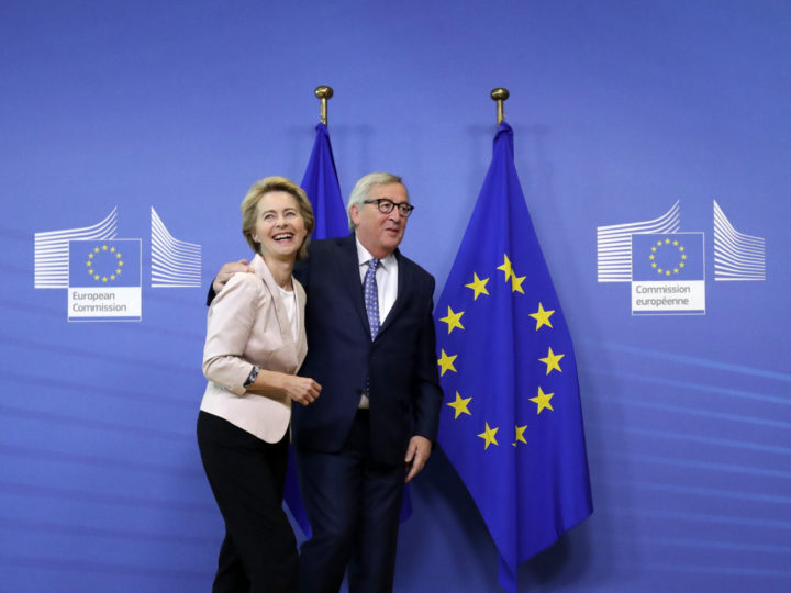 epaselect epa07693886 Ursula von der Leyen (L), the nominated President of the European Commission is welcomed by European Commission President Jean-Claude Juncker (R) during a visit at the European Commission in Brussels, Belgium, 04 July 2019.  EPA-EFE/OLIVIER HOSLET
