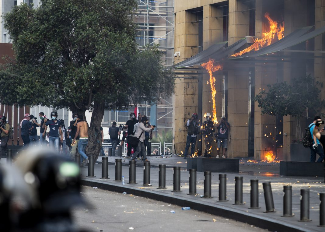 Lebanese Demonstrations Turn to Riots Against Government, Hezbollah in Central Beirut