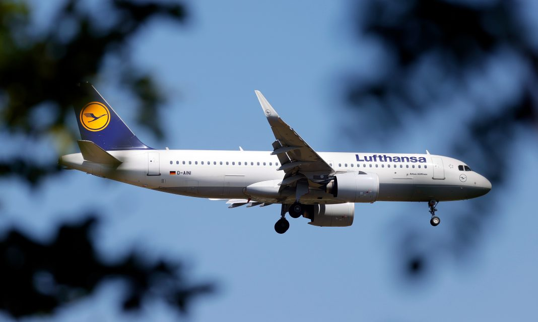 Lufthansa investors back €9 billion German rescue deal
